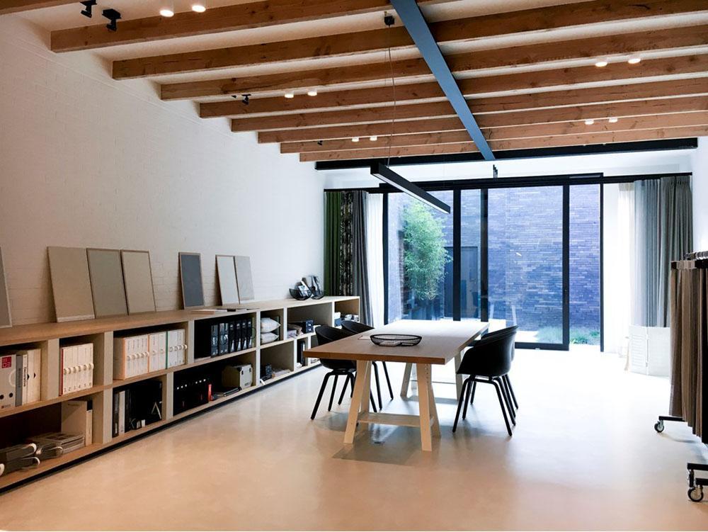 Atelier 29: schilderwerken, raamdecoratie, vloerbekleding
